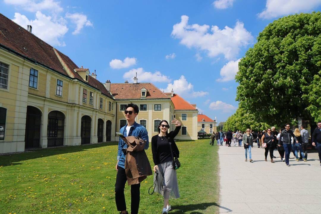✈ 최고의날씨. . #여행사진 #쇤부른궁전 . #오스트리아 #빈 #비엔나 #유럽 #유럽여행 #여행 #유디니 #여행에미치다 #여행스타그램 #일상  #austria #wien #vienna #shonbrunn #europe #europetrip #travel #travelling #travelgram #travelholic #trip #instatrip #instatravel #pic #picture #daily http://tipsrazzi.com/ipost/1506930098056696535/?code=BTpsPCsA5LX