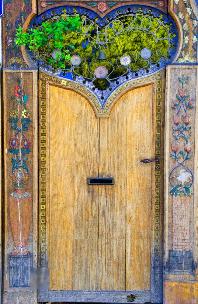 L Homme Est Parti A La Decouverte D Autres Mondes D Autres Civilisations Sans Avoir Entierement Explore Ses Propres A Unique Doors Beautiful Doors Cool Doors