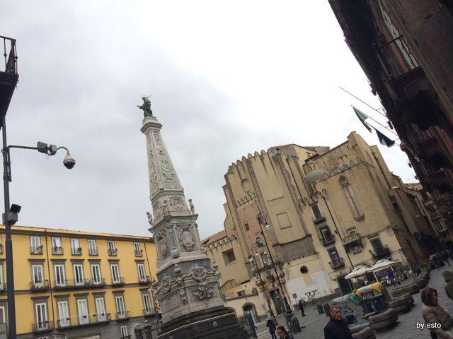 """La splendida Piazza San Domenico Maggiore, sulla passeggiata di """"spaccanapoli"""" #pizzeria #PalazzoPetrucci #tasty"""