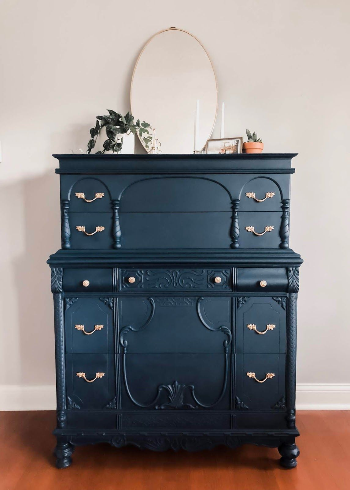 Chalk Style All In One Paint Peacoat Blue Painted Furniture Annie Sloan Painted Furniture Paint Furniture [ 1600 x 1145 Pixel ]