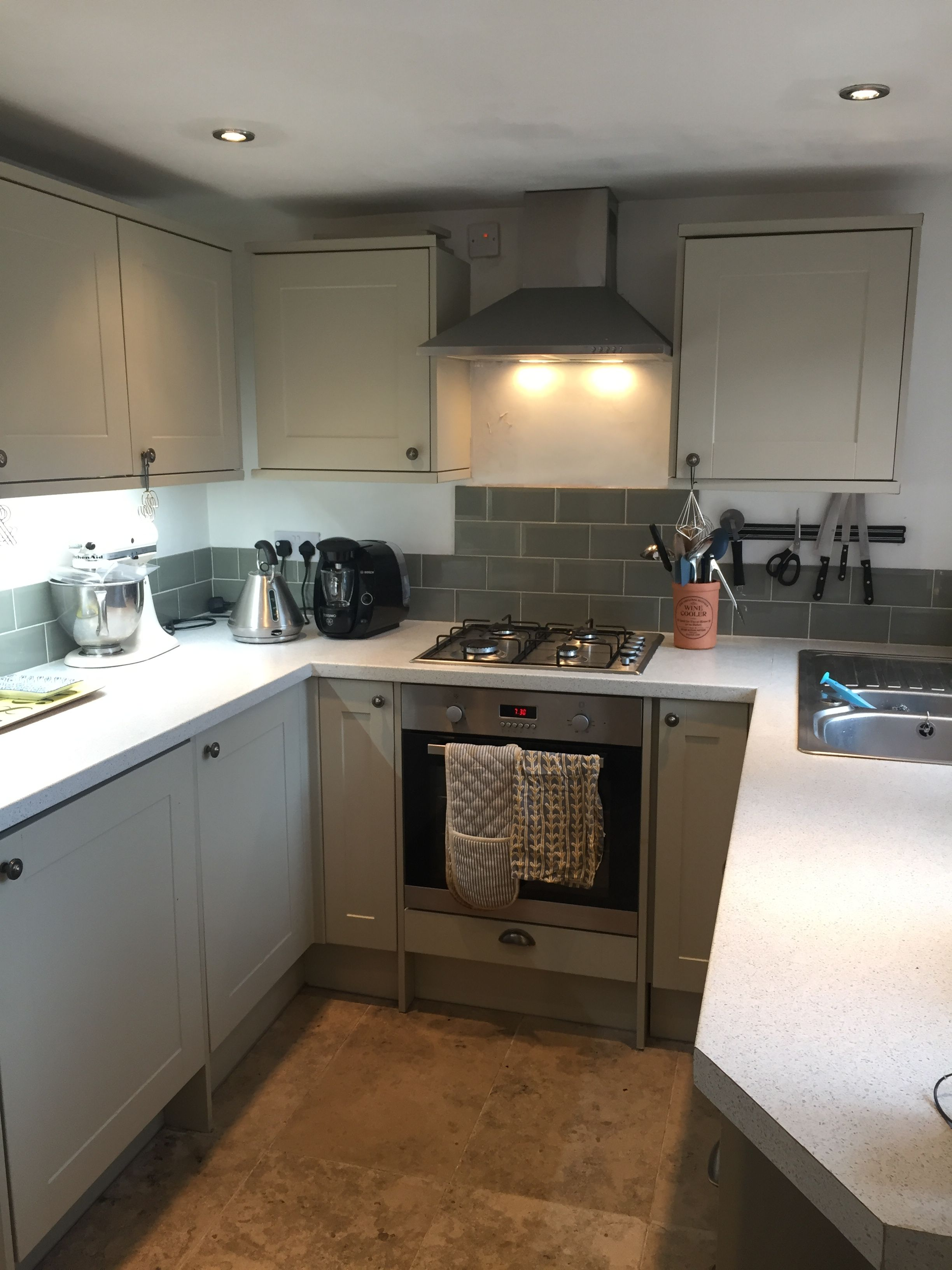 Small Kitchen Ed It Burford Grey By Howdens Love The Genuine Fossil Tiles