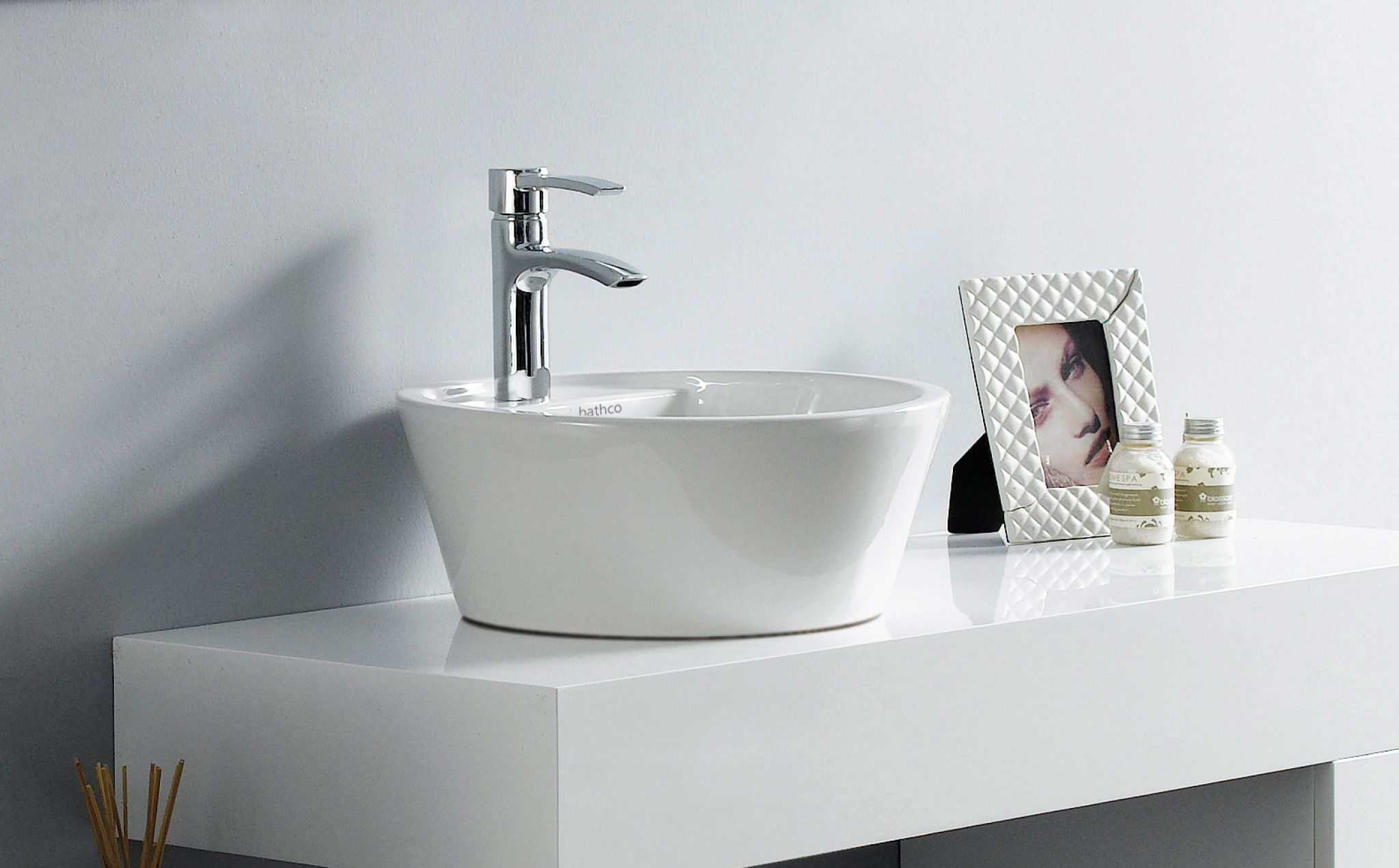 lavabo florencia a circular de porcelana sobre encimera con
