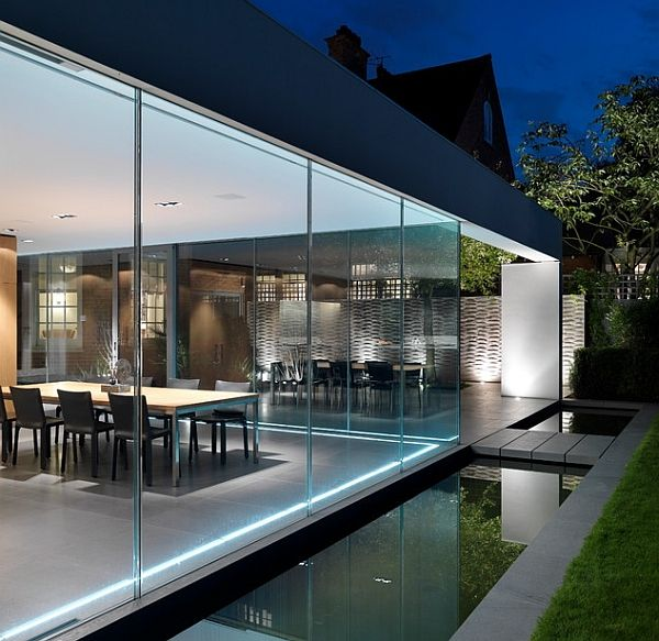 Compact external reflecting pool for a contemporary home ...