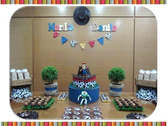 ** FESTA PERSONALIZADA - TOY STORY **    ** FESTA COMPLETA ou KIT DECORAÇÃO **      **KIT DECORAÇÃO**  Nesta opção, enviamos os produtos personalizados e você monta sua decoração, com os produtos exclusivos Gabi Pinheiro: seja a festa em casa, no buffet ou na escola.  Enviamos para todo Brasil!    **FESTA COMPLETA**  Desenvolvemos o projeto de decoração completo com a montagem e /ou desmontagem da decoração, com a utilização dos nossos produtos.  *Disponível para São Paulo capital e Grande…