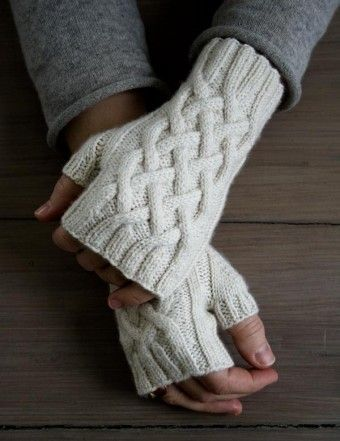 Free Knitting Pattern For Traveling Cable Handwarmers Fingerless