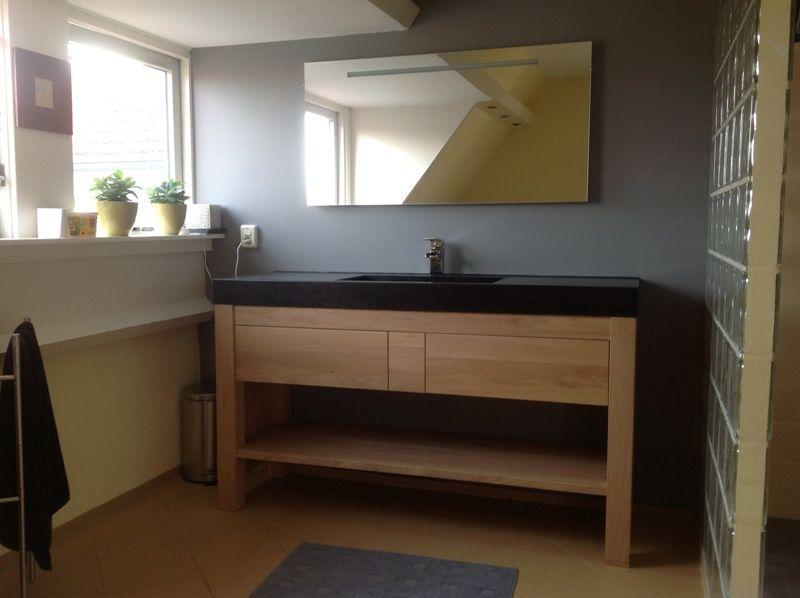 Eikenhout met zwart betonnen wastafel. badkamer pinterest