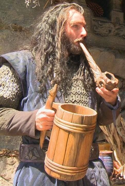 Richard Armitage as Thorin in Beorn's house and a Bear-Sized Pint and smoke.