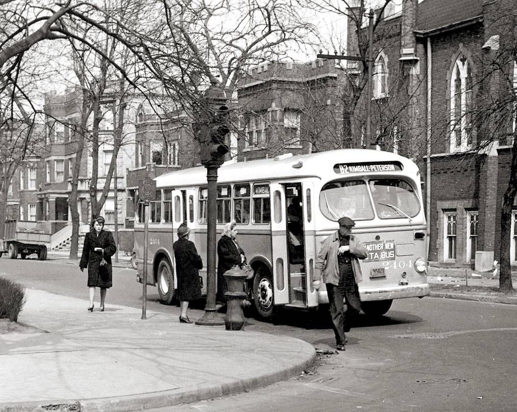 PHOTO - CHICAGO - KIMBALL AVE BUS - STOPPED FOR PASSENGERS ...