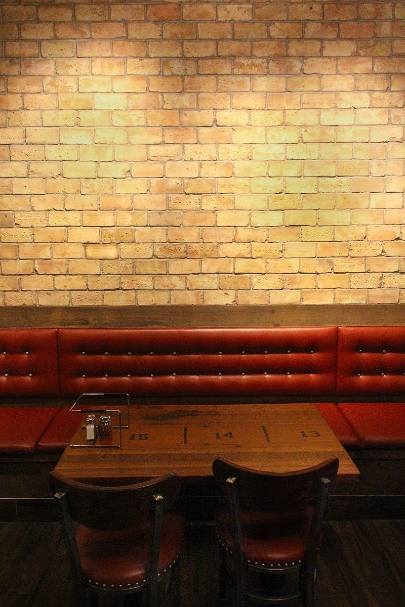 Chicago pizza place using reclaimed Chicago brick veneer. | Chicago ...