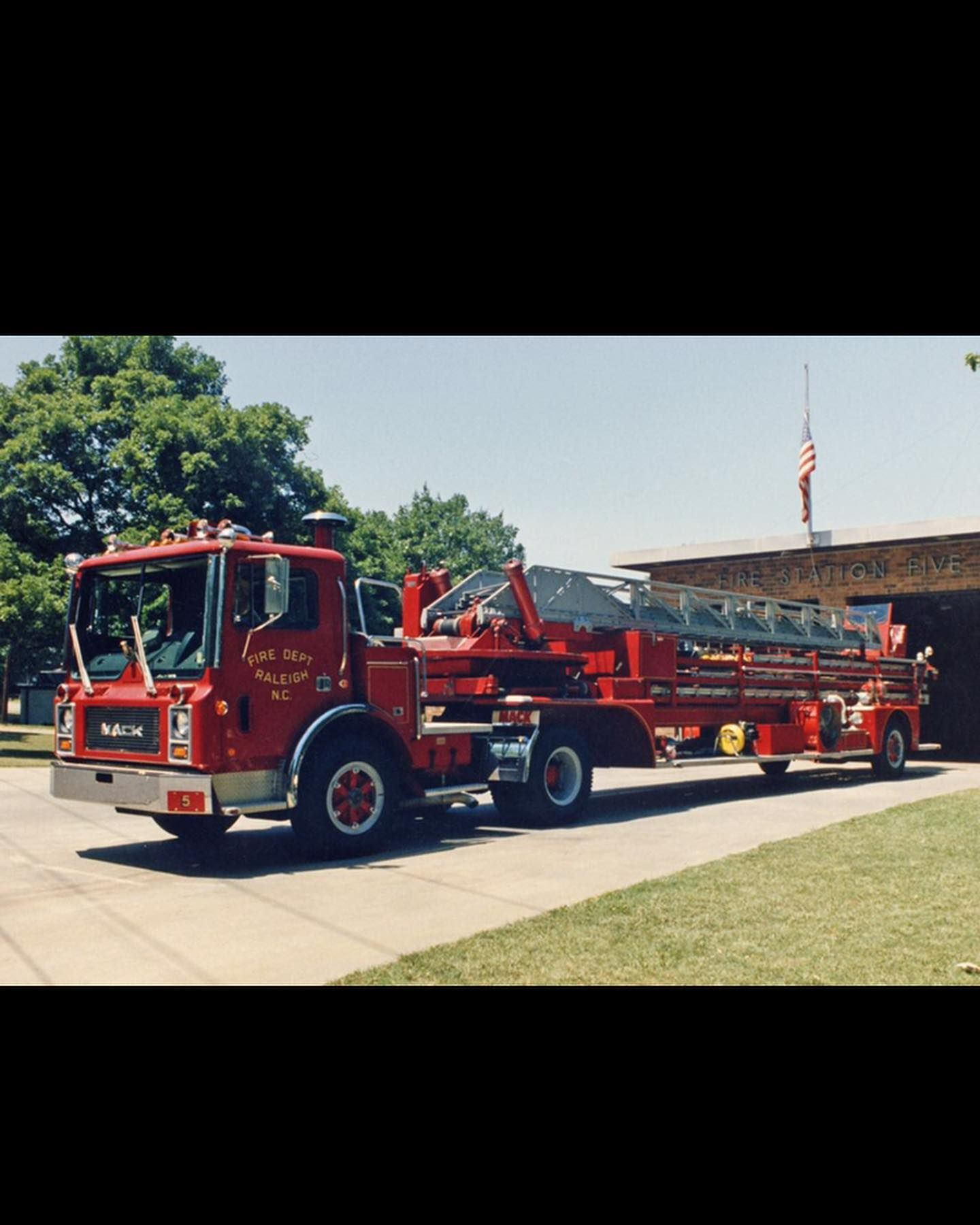 Raleigh Fire Department S Nc Old 1979 Flat Nose Mack Tractor Pulling A 1958 American Lafrance Aerial Trailer Fire Trucks Mack Trucks Emergency Vehicles