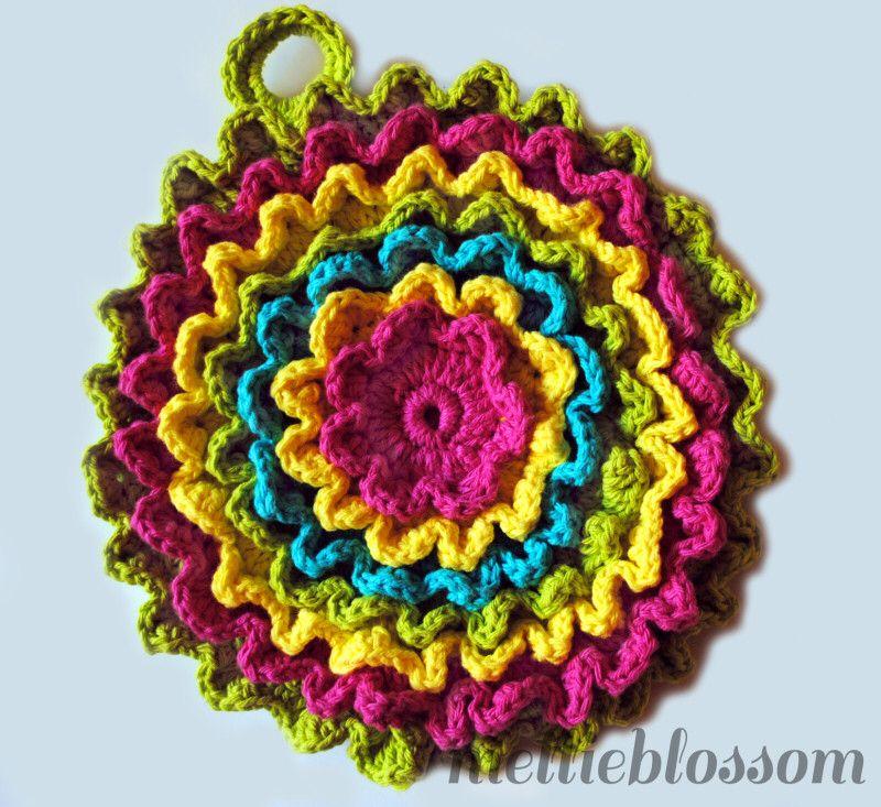 Image from http://www.mellieblossom.com/wp-content/uploads/2013/09/Crochet-Kitchen-Set-hotpad-800x733.jpg.
