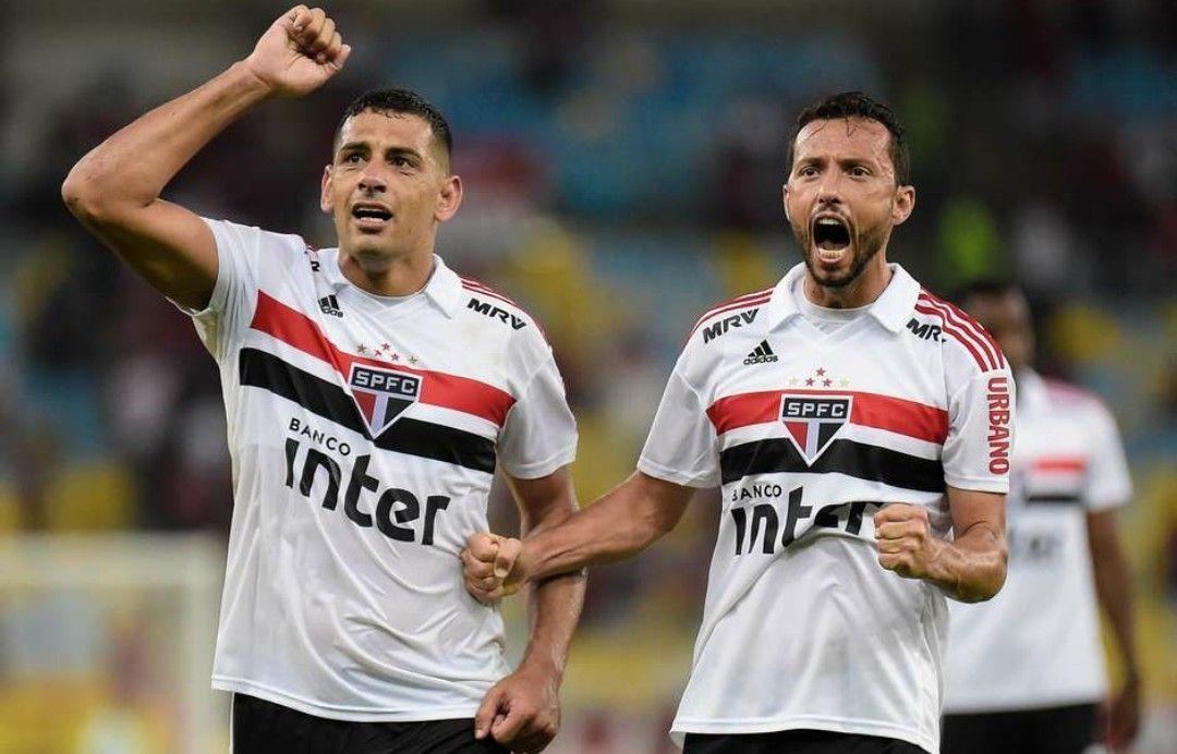 f5d625fc3a Diego Souza e Nenê. São Paulo.