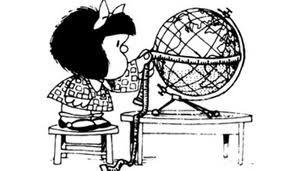 Mafalda midiendo el globo terráqueo