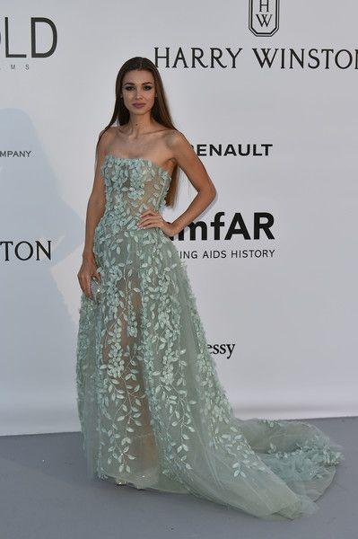 Model Lara Lieto poses as she arrives for the amfAR's 23rd Cinema Against AIDS Gala on May 19, 2016 in Antibes, southeastern France. / AFP / ALBERTO PIZZOLI