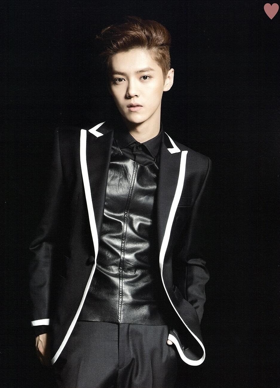 Luhan [SCAN] Exo Concert: THE LOST PLANET goods brochure (cr: Twitter / yehet0408)