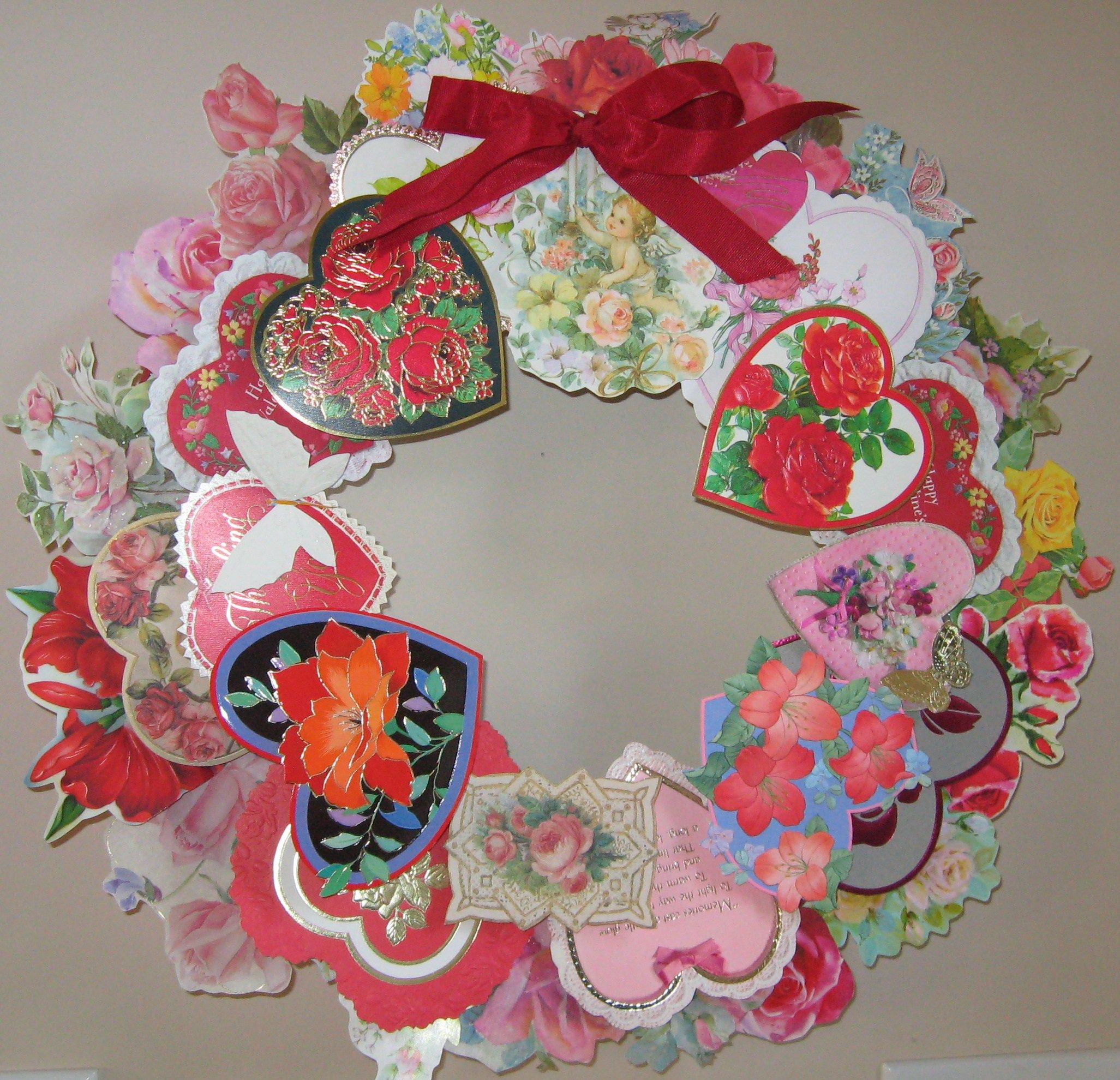 Wreath from old christmas cards - Made From Recycled Cards On A Styrofoam Wreath Small Squares Of Cardboard Were Used To