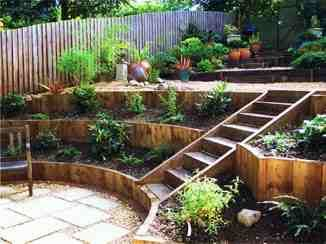 Planters in steps vs slope.....LOVE THESE STEPS. Looks ...