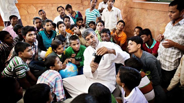 Fredsprisvinner Kailash Satyarthi (60) og hans advokatsønn Bhuwan Rubhi (39) mener organisert tigging er en moderne form for gjeldsslaveri.