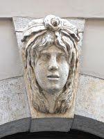 Trieste – Volto femminile sull'arco delle porte di Via Canal Piccolo – Palazzo della Borsa Vecchia