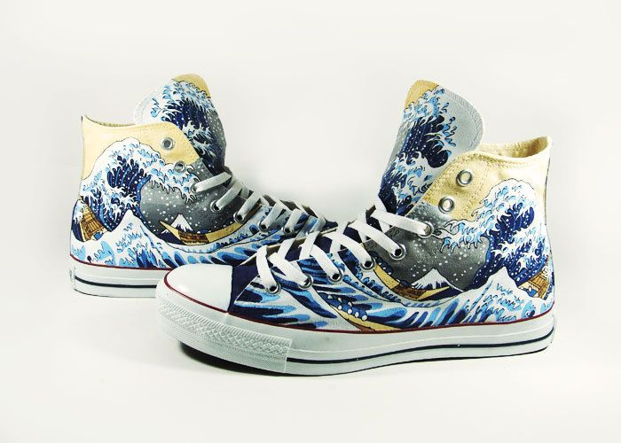 c3972b95d139 The great wave off kaganawa Converse custom by AnnatarCustomizer