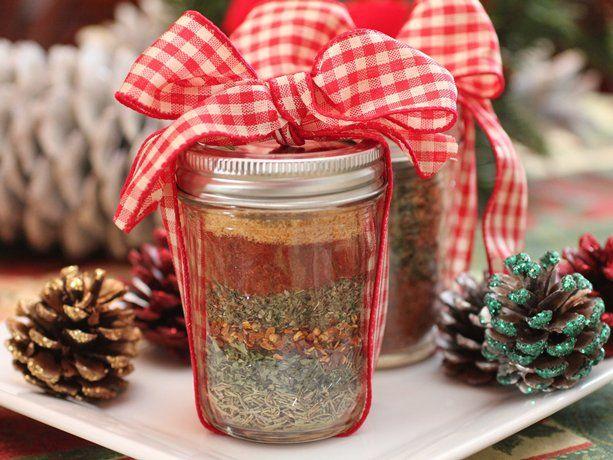 Bote de vidrio con una mezcla de especias con su gran moño listo para regalar!