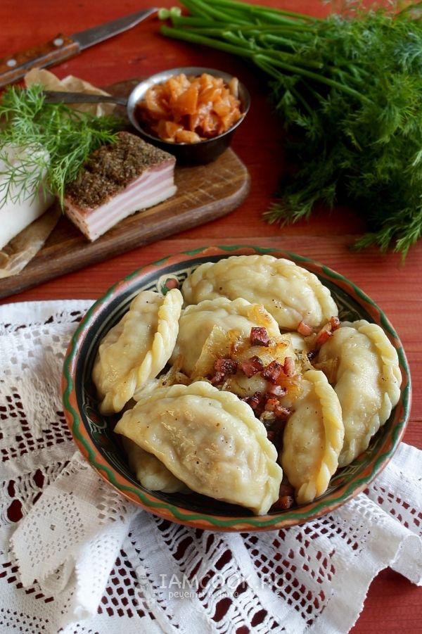 Вареники с квашеной капустой и салом — рецепт с фото ...