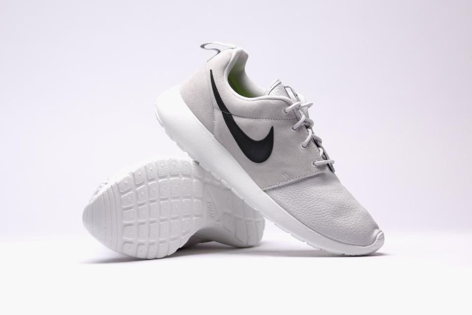 nike roshe gray and black