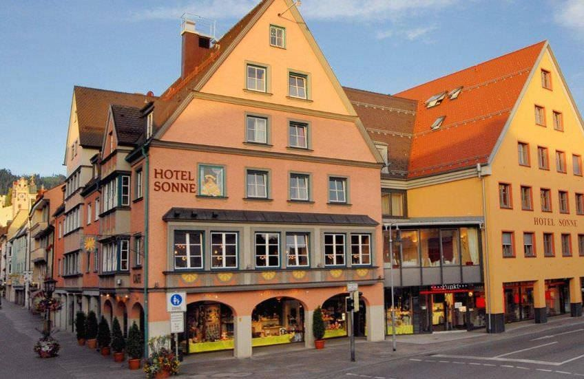 Verbringen Sie Marchenhafte Tage In Einem Wahrhaft Koniglichen Ambiente Das Hotelsonne Fussen Bietet Ihnen Wunderschone Und Hotel Sonne Fussen Hotel Hotel