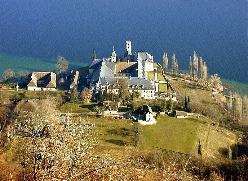 Abbaye Royale De Hautecombe Abbaye Maison De Savoie Moine Cistercien