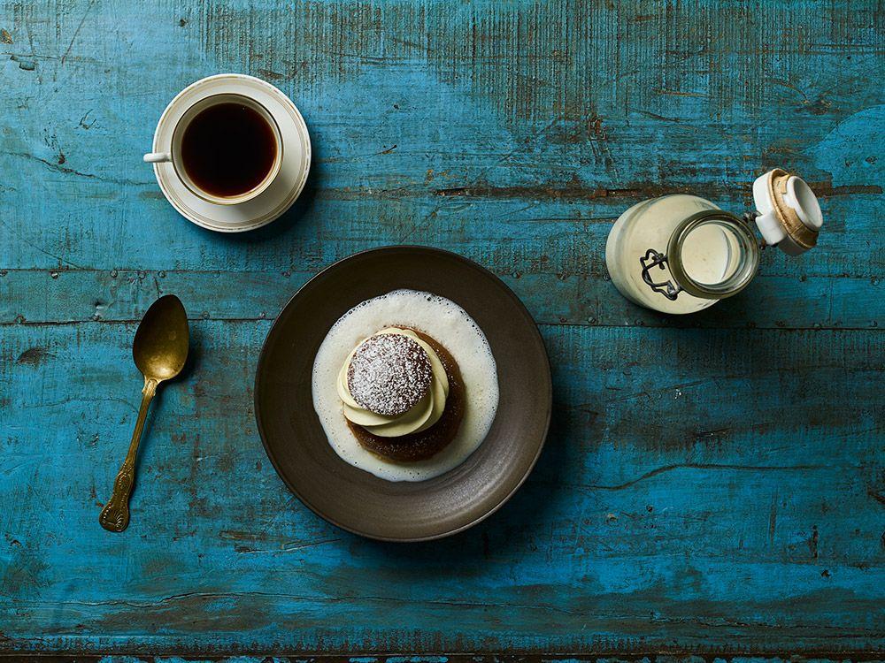 Den traditionella semlan serveras med en het vägg vilken består av varm mjölk. Alexander Sjögren, svensk representant i årets kock-VM, har en hemlig ingrediens som ger den heta väggen en mer...