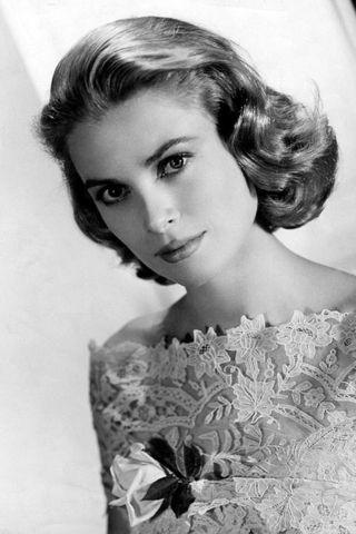 Magas, kékszemű, szép, szőke amerikai színésznő, aki Oscar-díjas volt, és aki monacói hercegné lett. Grace Kelly életútja felér egy tündérmesével. Ő az egyik leghíresebb 20. századi stílusikon, és róla kapta nevét a ma is kedvelt Kelly táska.