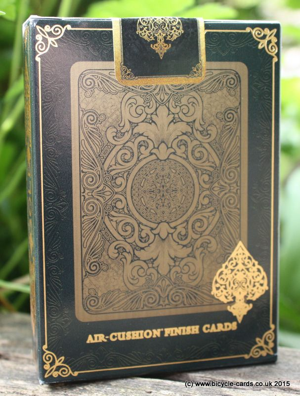 bicycle gold deck review tuck case back