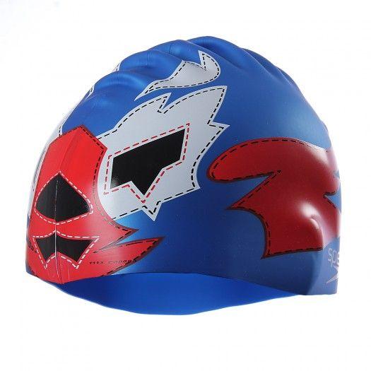 Ve a tus prácticas y competencias de nado con mucho estilo usando la gorra Luchadores de Speedo. Esta gorra tiene un diseño súper llamativo haciendo alusión a las máscaras de luchadores, para que como uno...todos te teman al llegar al agua.