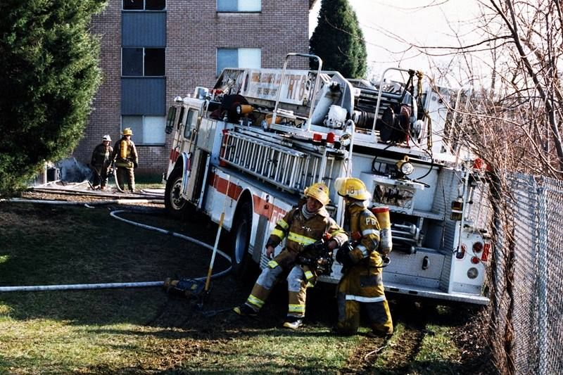 979 Seagrave Wr Rear Admiral 100 Foot Ladder Operated Originally By Marlboro Vfd And Seen Stuck Against A Lakeside Fence Fire Rescue Willow Lake South Laurel