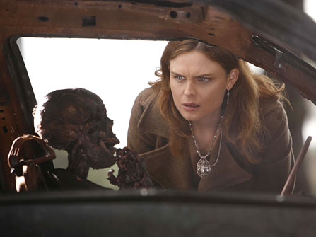 Bones Season 1 Episode 11 - The Woman in the Car - Emily Deschanel as Dr. Temperance Brennan