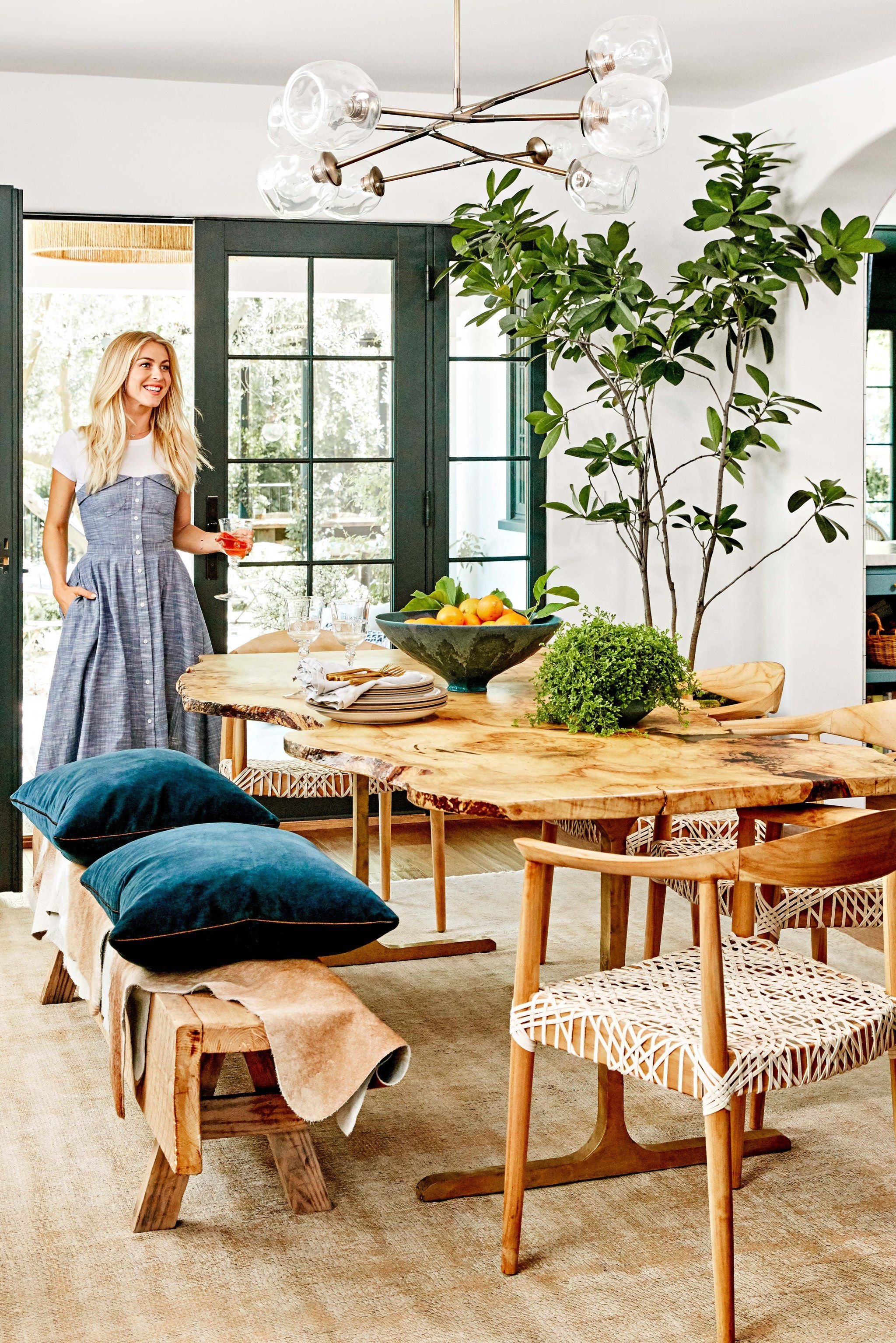 julianne hough's 1 secret to decorating a home that never goes out, Wohnzimmer dekoo