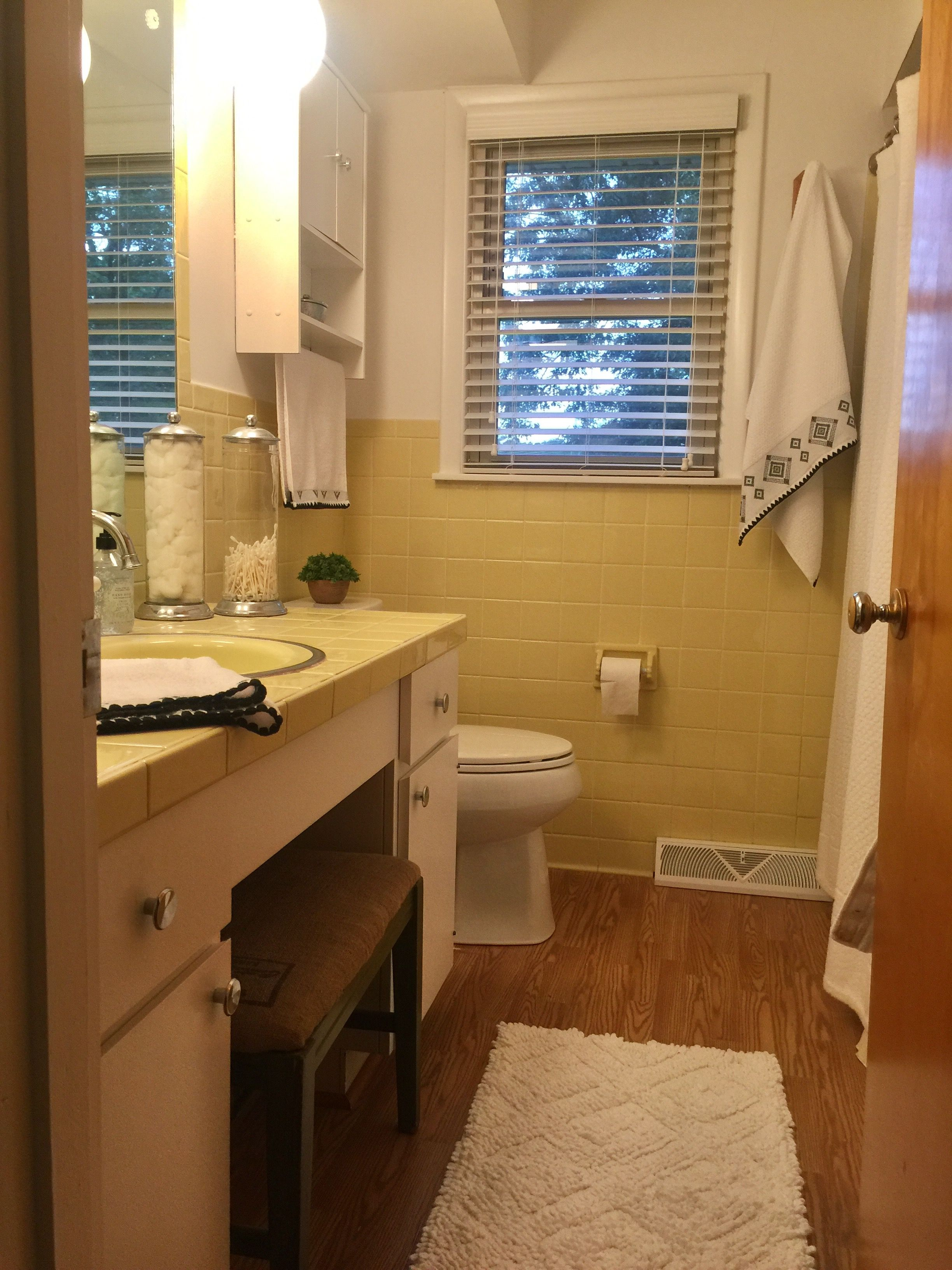 Vintage yellow tile bathroom - Embrace The Suck Of Vintage Yellow Tile
