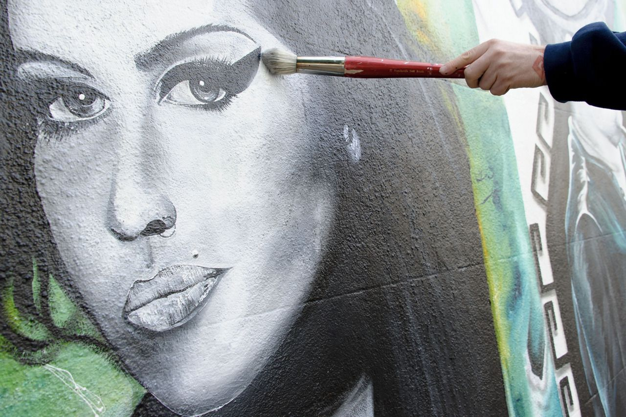 # Homenaje. Mural en Londres Graffiti homenaje a Amy Winehouse pintado por el artista Jason Howarth