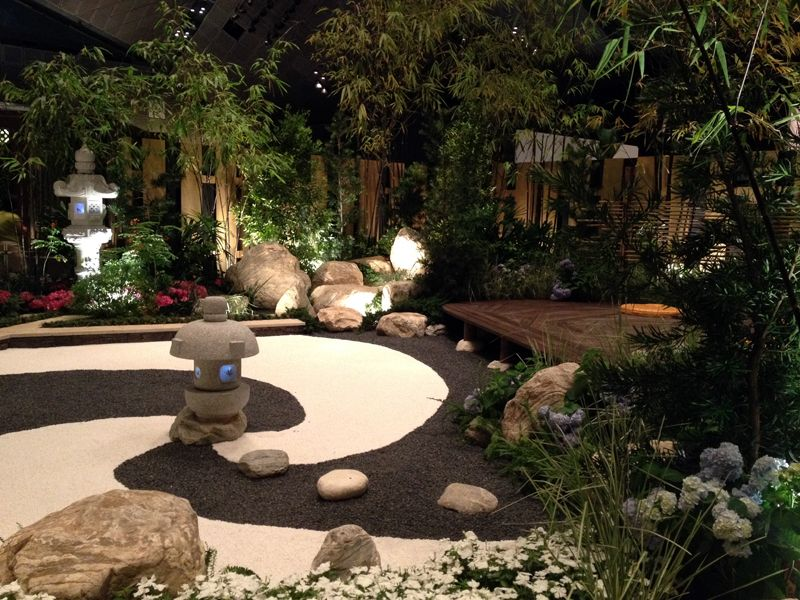 Creative zen garden with unusual combination of for Japanese zen garden design