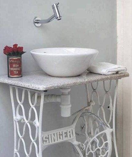 Как сделать изящный винтажный столик из бабушкиной швейной машинки « MixStuff