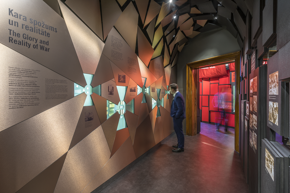 Exhibition «Latvians in World War I» by «H2E» ← FOLD #exhibitiondesign #warmuseum #h2e #latviandesign