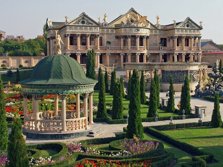 Armenia House On The Road Of Entrance To Yerevan City Capital Of Armenia Beautiful But Strange Location Luxury Garden Mansions Luxury Homes Dream Houses