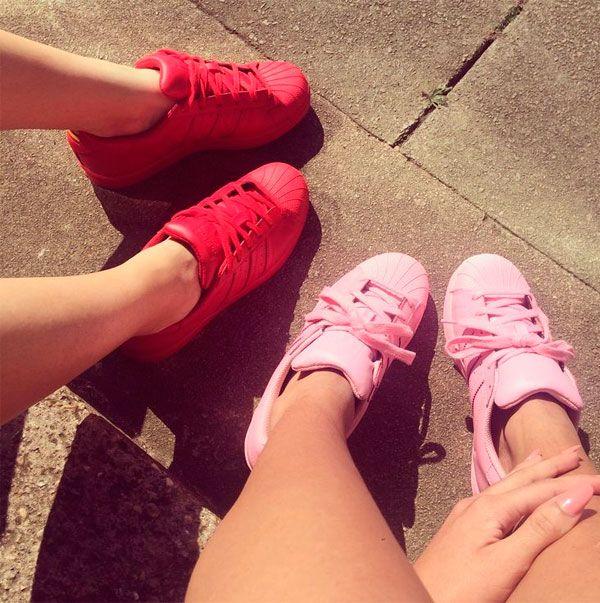 tênis vermelho + tênis rosa