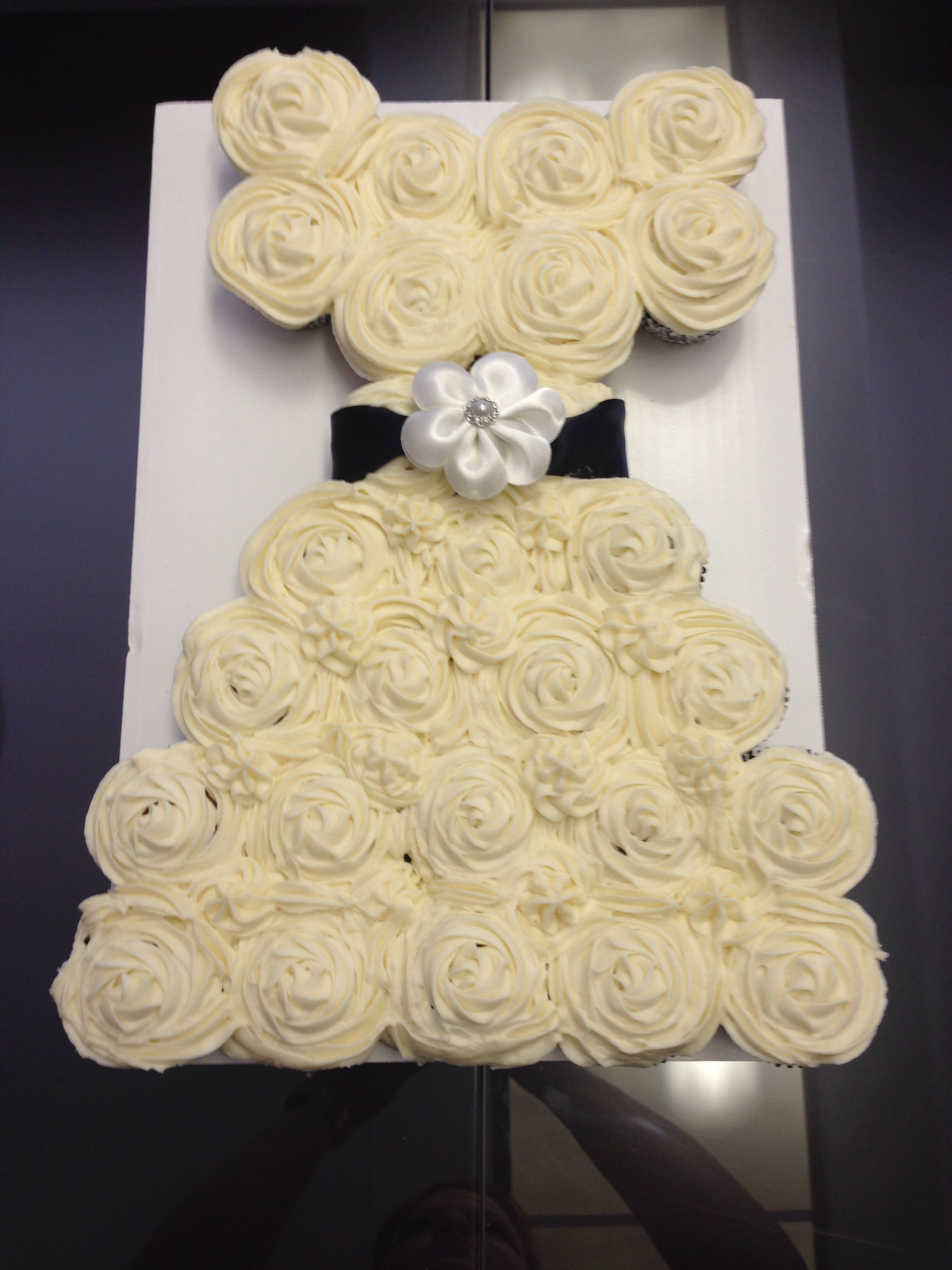 Pull apart wedding gown cupcakes. Hummingbird cake with cream cheese ...