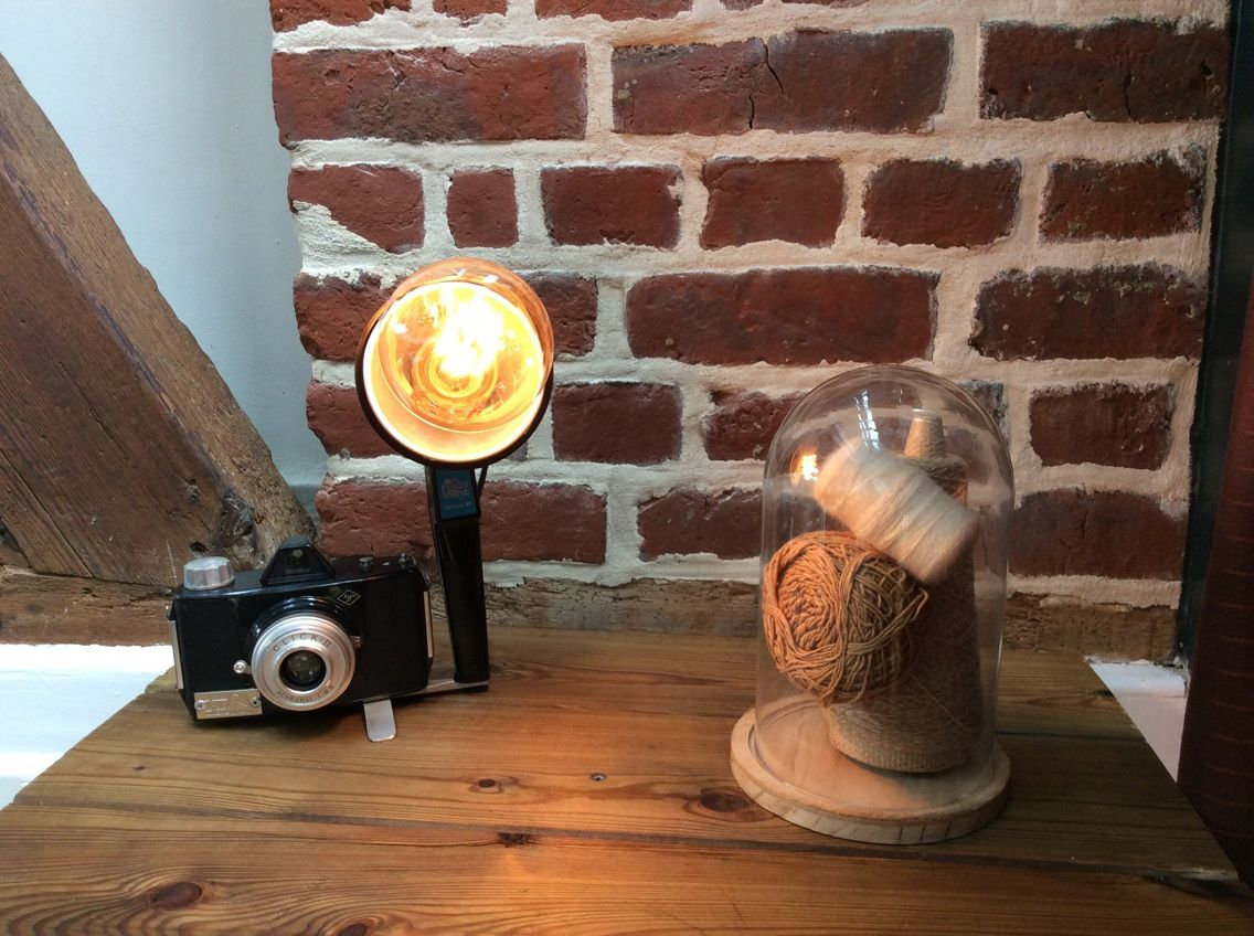 lampe d co loft vintage avec un appareil photo ancien luminaires par lampesoriginales mes. Black Bedroom Furniture Sets. Home Design Ideas