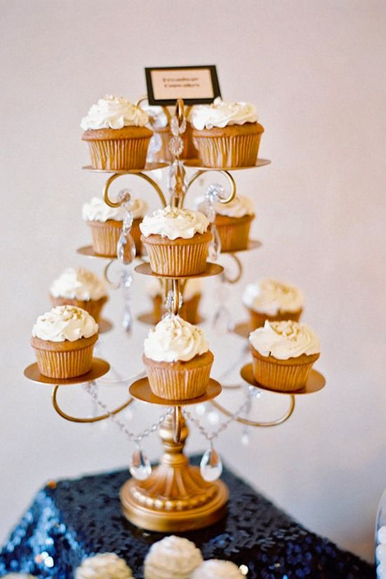 Mini Wedding Cake Wedding Cupcake / http://www.himisspuff.com/beautiful-wedding-cupcakes/5/