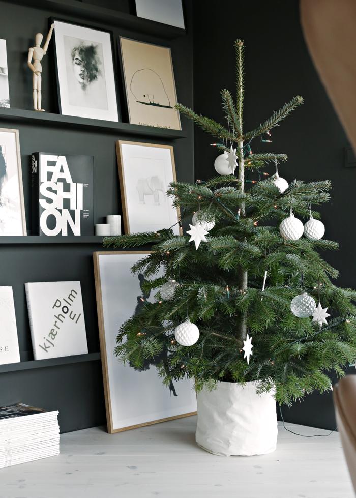 Kleiner, Minimalistisch Geschmückter Weihnachtsbaum   Weniger Ist Manchmal  Eben Mehr! Weihnachten OsternDeko ...