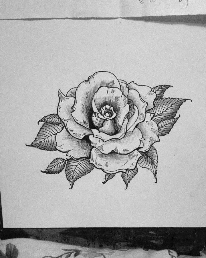 Черно белый эскиз тату с цветами: эскиз тату с луной и розами