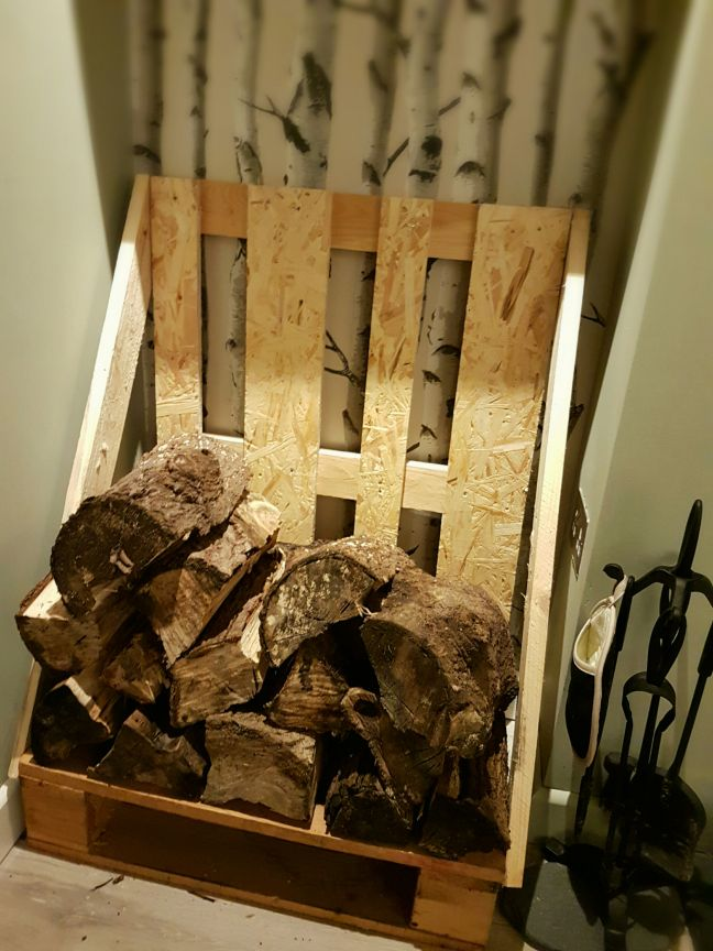 Simple DIY Indoor Log Store from Wooden Pallet - Tutorial ...