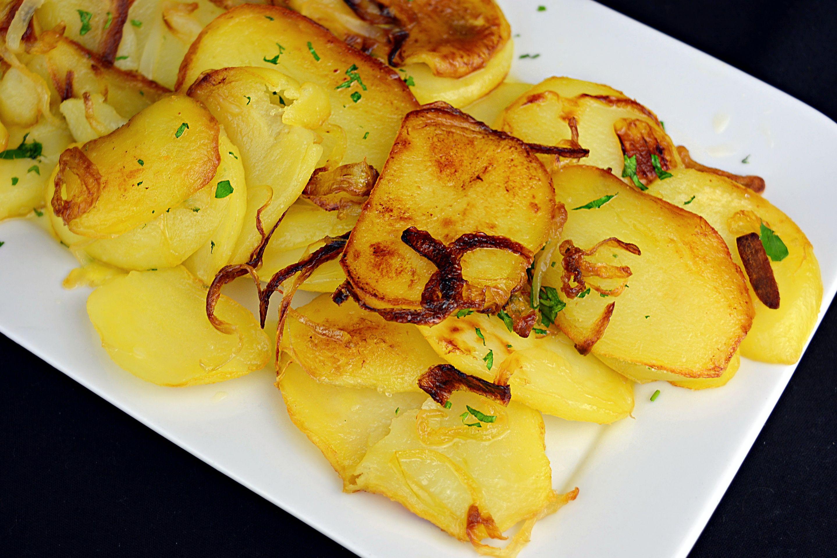 Como Hacer Patatas A Lo Pobre Receta Patatas Recetas Con Carne Picada Recetas Con Patatas